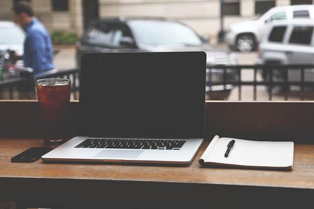 ノートパソコン作業スペース