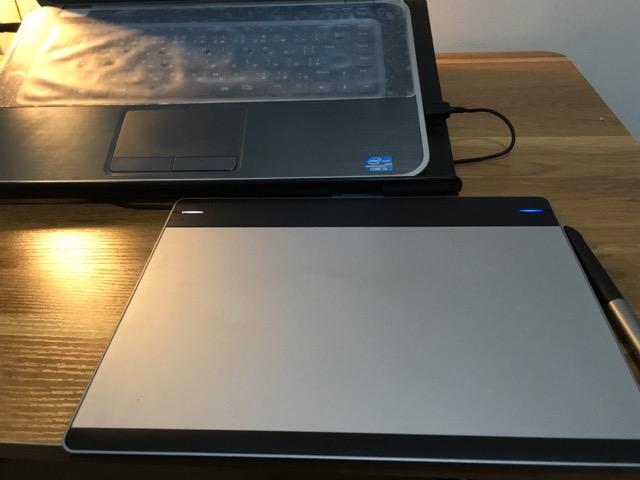 intuos パソコンとの位置
