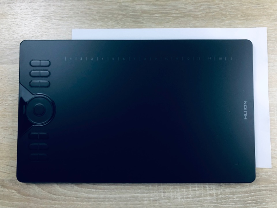 HUION HS610 サイズ感